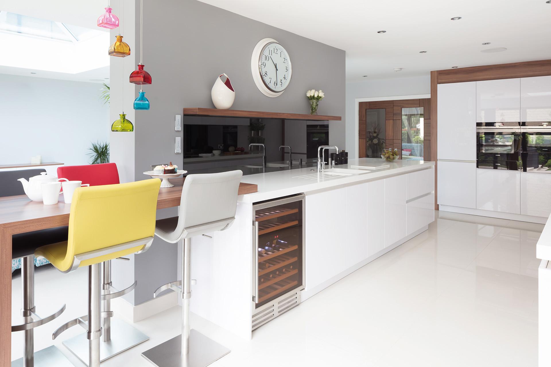 A modern Gloss white Rempp kitchen design by truKirtchen