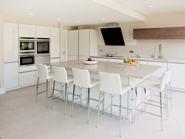 High Gloss Lacquered White & Chocolate Oak Kitchen