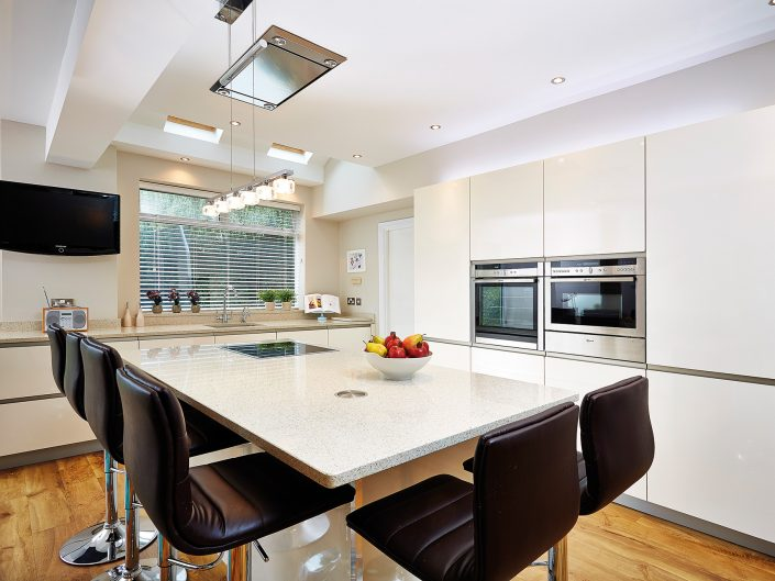 Contemporary Magnolia High Gloss Lacquered Kitchen